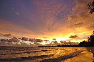Coucher de soleil sur la plage Sokha Beach