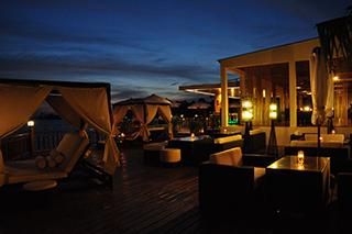 Le bar tapas de nuit Sokha Beach