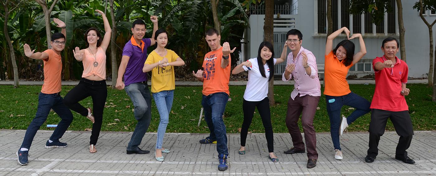 L'équipe Nam Viet Voyage tape la pose
