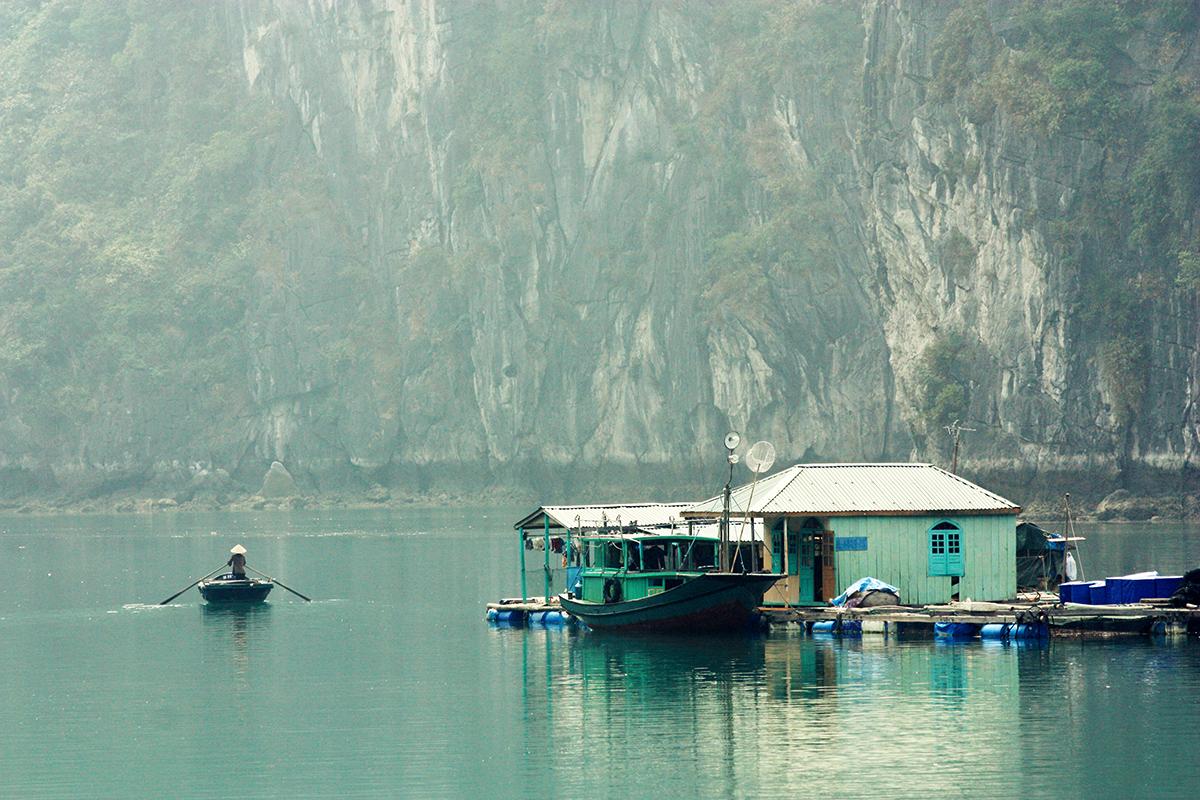 Vivre sur l'eau à la baie d'Halong