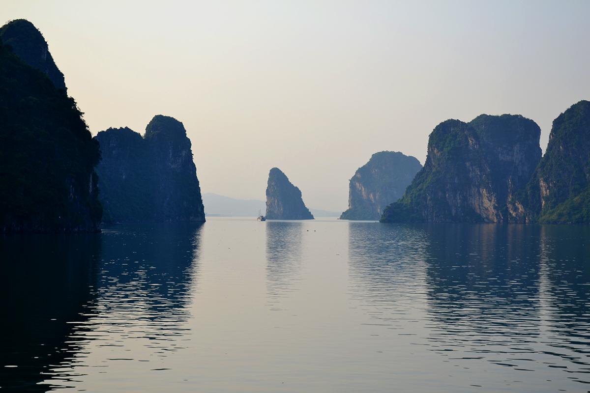 Ambiance mystérieuse à la baie d'Halong