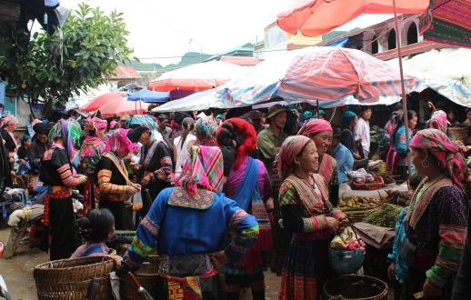 Vue d'un marché ethnique dans le nord du Vietnam