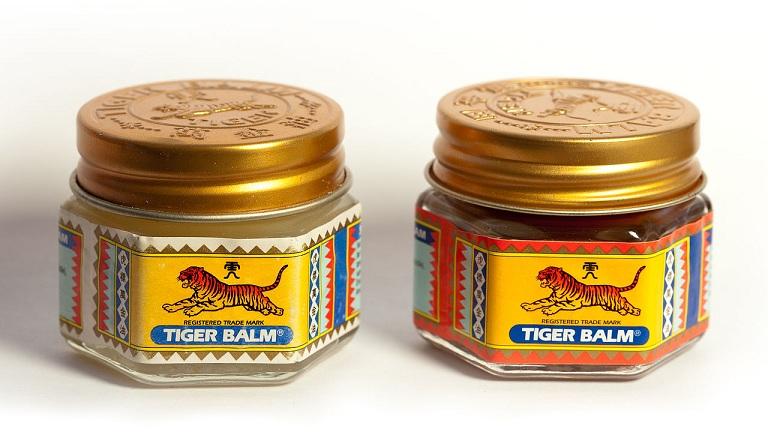 Baumes du tigre blanc et rouge