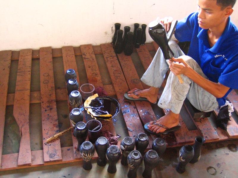 Spécialiste de la laque au Vietnam