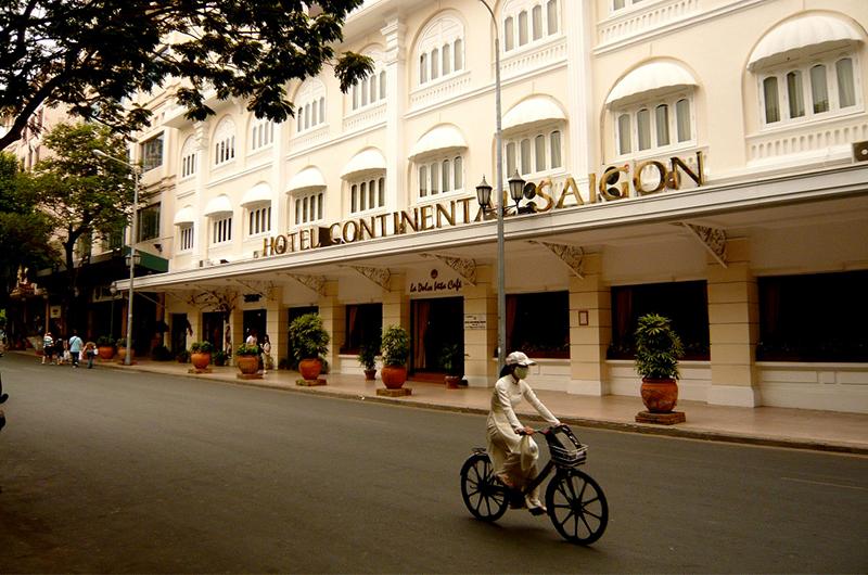 Entrée de l'hôtel Continental Saigon