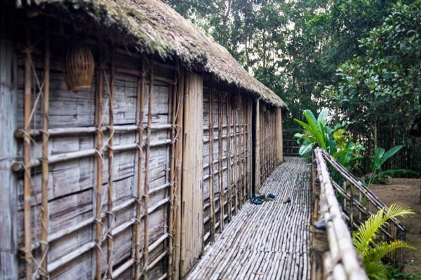 Vue extérieure de la Longhouse à Ta Lai