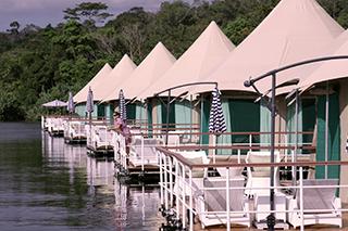 Les villas au bord de la rivière Tatai du 4 Rivers Floating Lodge