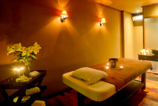 Relax with a massage at the spa Settha Palace Hotel