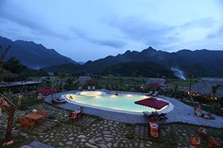 Pool in Mai Chau by night
