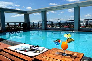 Vue panoramique de Hue à la piscine du rooftop