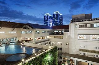 Vue de la piscine Rex Hotel Saigon