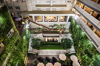 Vue du patio Rex Hotel Saigon