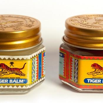 Deux pots de baume du tigre