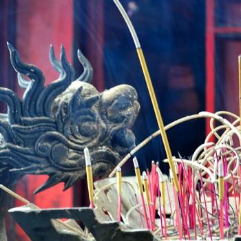 Encens qui brûle au Vietnam